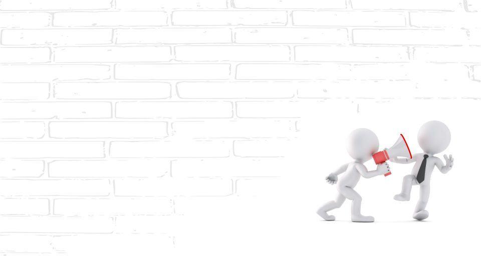 Fehér emberfigura megafonba beszél a másik emberkéhez